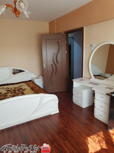 Vand apartament 1 camera transformat in 2 camere Călărași la Continental  stradal.